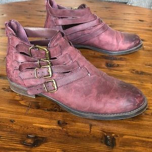 Maroon Distressed Cutout Ankle Boots 8.5 WW